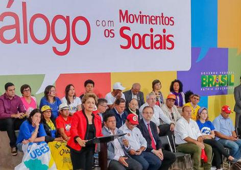Dilma debate proposta de plebiscito com movimentos sociais