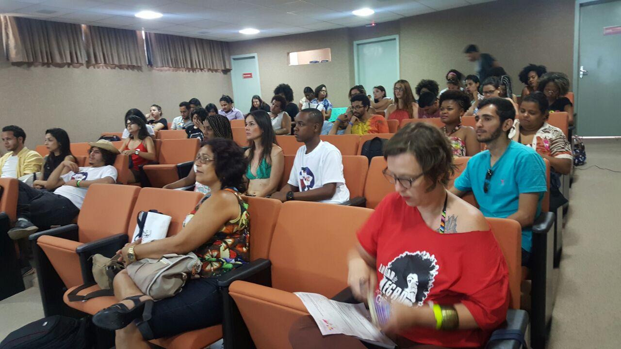 Dirigente do Sinttel participa da 10ª Bienal da UNE